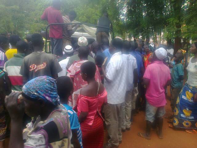 Hippo attack crowd gathers « Help for Luhombero
